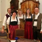 Vor dem Auftritt mit der Stubenmusik Unterlandler im Sommerrefektorium des ehrwürdigen Klosters zum Heiligen Kreuz in Mindelheim (Nikolaustag 2013)