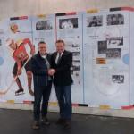 Mit Kaufbeurens Bürgermeister Ernst Holy im neuen Eisstadion bei der Enthüllung der historischen Wandtafel, bei deren Entstehung wir großartig zusammenarbeiteten (März 2018)
